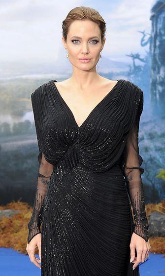 Angelina Jolie, Pahatar