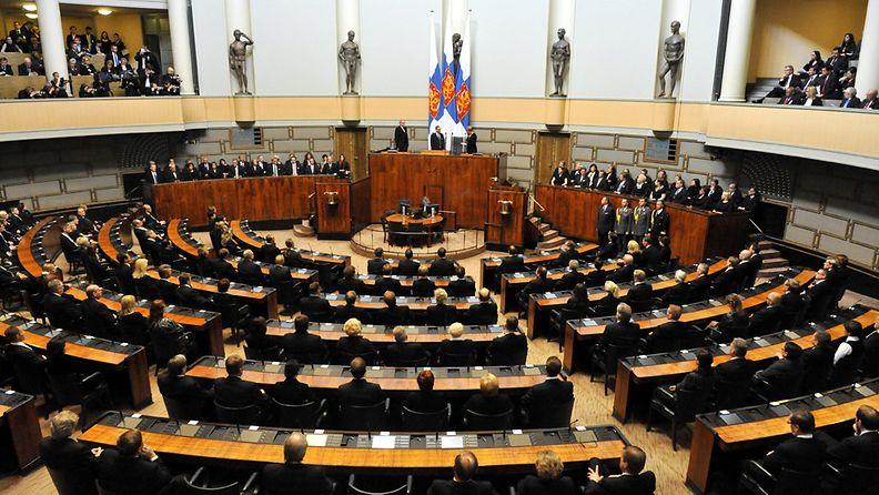 Yleiskuva istuntosalista valtiopäivien avajaisjuhlallisuuksissa eduskunnassa torstaina 28. huhtikuuta 2011