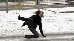 Liikenteessä tarkkana! Lauhtuva sää liukastuttaa tiet ja jalkakäytävät vaarallisiksi