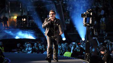 Irlantilaisyhtye U2 esiintyi Helsingin Olympiastadionilla perjantaina 20. elokuuta 2010. Kuvassa laulaja Bono (Kuva: Lehtikuva)