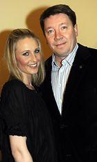 Jääkiekkoliiton manageri Jari Kurri ja Vanessa-vaimo Selinin 50-vuotissyntymäpäivillä Helsingissä 16. maaliskuuta 2010.