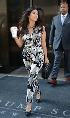 Kourtney Kardashianilla nähtiin kukkakuvioitu jumpsuit.