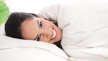 nainen sängyssä 2