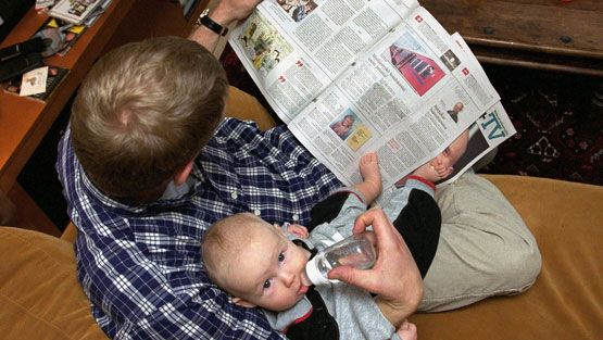 Isä ja vauva. Kuva: Lehtikuva.