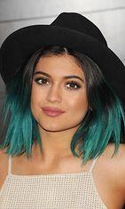 Kylie Jennerin perhe kauhistui, kun tämä värjäsi hiustensa latat turkoosinvivahteisiksi.
