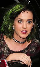 Katy Perry on tunnettu siitä, että hän vaihtaa hiusväriään tiuhaan tahtiin. Uusimmat kutrit ovat nyt myrkynvihreät.
