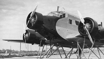 Kolmimoottorinen Junkers-lentokone Kaleva suomalaisine OH-ALL -tunnuksineen.