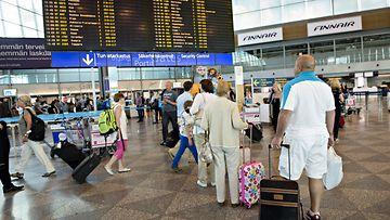 Helsinki-Vantaa lentoasema lentokenttä matkustaja