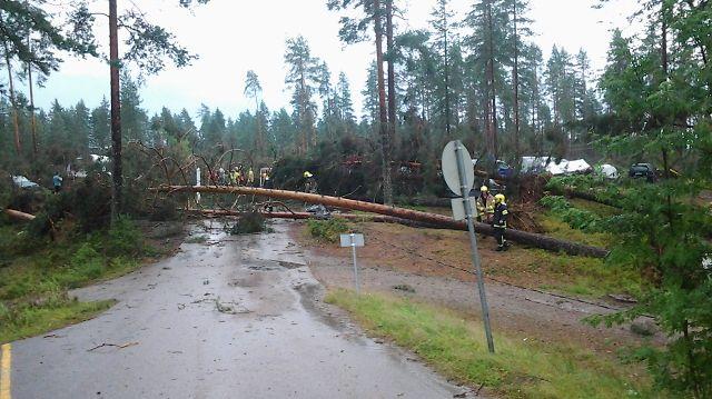 Myrskytuhoja Saarijärvellä Ahvenlammen leirintäalueella 31.7.2014.