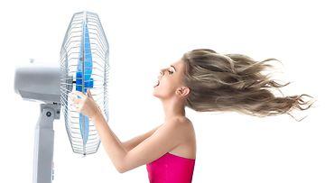 Nainen ja tuuletin