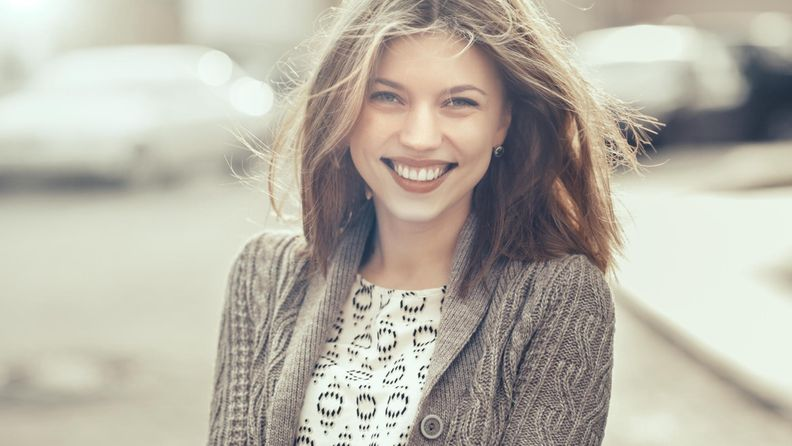 Hymy, nainen
