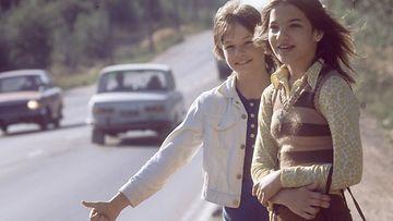 Liftarityttöjä vuonna 1971. Kuva: Lehtikuva