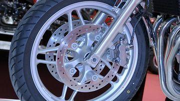 Moottoripyörä, rengas, levyjarru