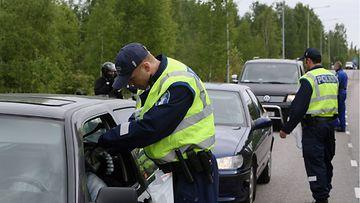Poliisin rattijuopumusratsia Malmilla Helsingissä 6. kesäkuuta 2006