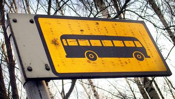 Seutuliikenteen bussipysäkki Vantaalla.