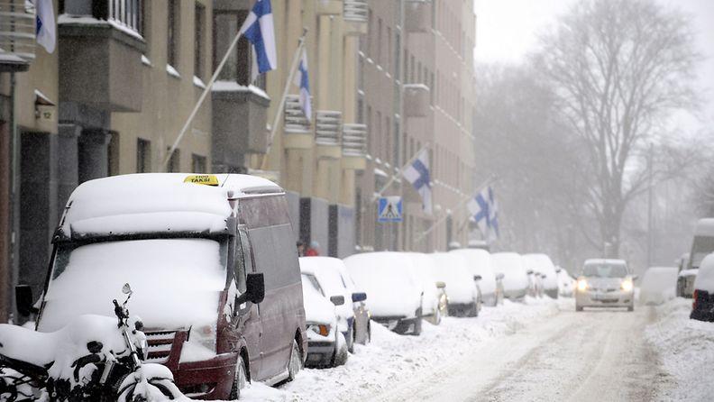 Lumipyry haittasi liikennettä Helsingissä itsenäisyyspäivänä 6. joulukuuta 2010.