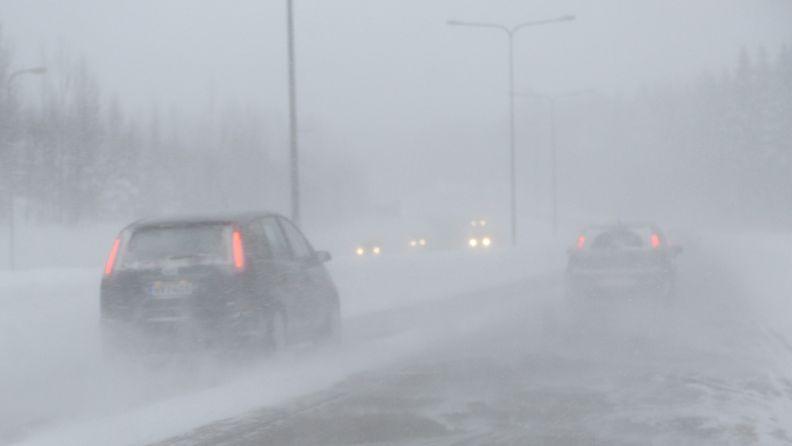 Espoossa pyrytti lunta joulupäivänä 25. joulukuuta 2012.