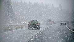 Lumisateet huonontavat ajokelin pohjoisessa - etel��n vett�