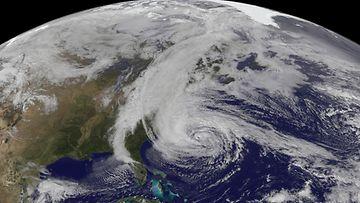 Jättimyrsky Sandyn vaikutusalue on poikkeuksellisen laaja. Kuva NASA