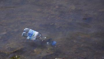 Muoviroskat eivät aiheuta yhtä pahaa ympäristöongelmaa Itämerellä kuin rehevöityminen. Kuva: Lehtikuva