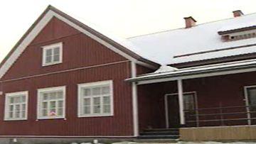 Pudasjärvi myi koulun alle neljällä eurolla. KUVA: MTV3