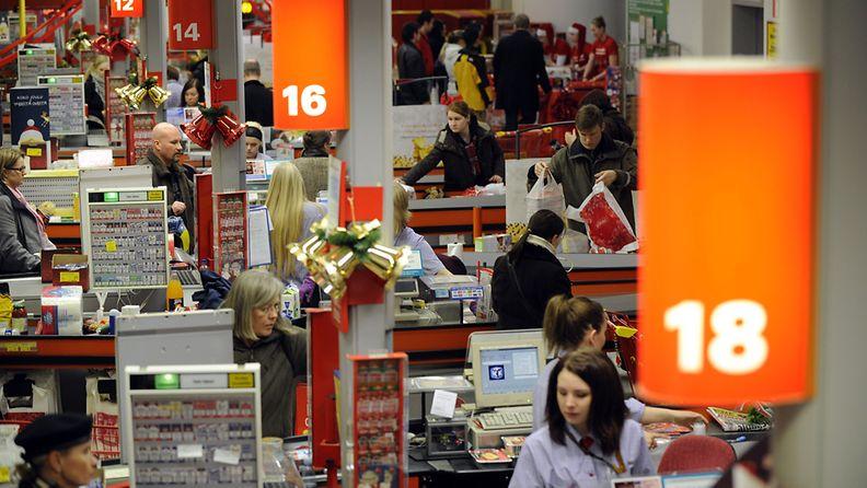 Ruoholahden Citymarketissa Helsingissä jouluostoksia tehtiin melko rauhallisissa tunnelmissa alkuillasta 22. joulukuuta 2008. Joulukaupan pahinta ruuhkaa on odotettu iltaviiden ja -seitsemän välillä jouluaattoa edeltävinä maanantaina ja tiistaina.