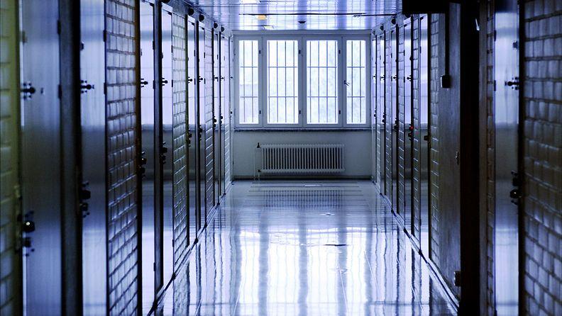 Kuvituskuva, kuvassa Hämeenlinnan vankilan käytävä. (Lehtikuva)
