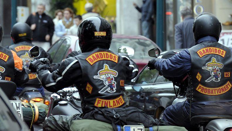 Bandidos Finland moottopyöräilijöitä Helsingin keskustassa 13. kesäkuuta 2011. Poliisi luokittelee Bandidosin rikollisjengiksi.