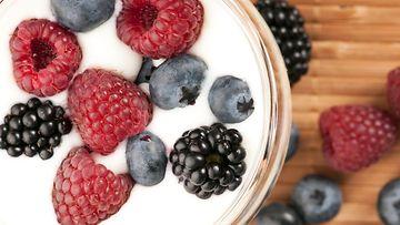 jogurtti, marjat