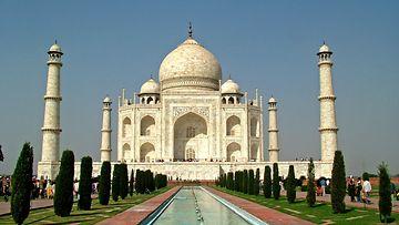 Taj-Mahal-by-Guilhem-Vellut