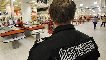 Järjestyksenvalvojien nopea toiminta pelasti sydänpotilaan Helsingissä.