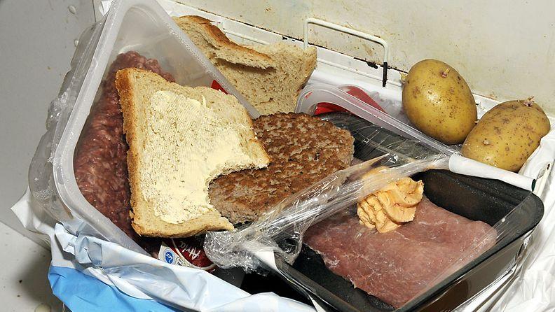 Suomalainen heittää vuosittain roskiin jopa 30 kiloa syömäkelpoista ruokaa.
