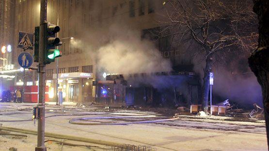 Tampereen ydinkeskustassa on syttynyt suuri kerrostalopalo.