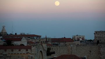 Superkuu Jerusalemissa Israelissa 10. elokuuta 2014.