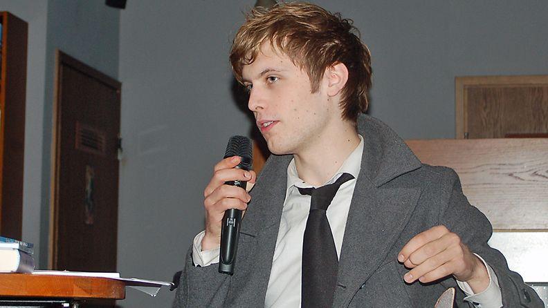 Miki Liukkonen sai kuulijat liikuttumaan runokavalkadissa.
