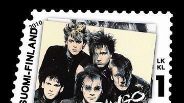 Dingo Klaus Welpin sunnittelemassa postimerkissä.