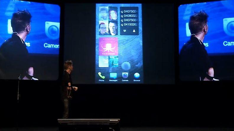 Marc Dillon esittelee Jollan Sailfish-käyttöjärjestelmää Slush-tapahtumassa.
