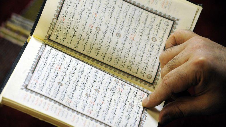 Muslimien pyhä kirja koraani.