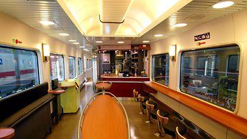 VR:n Uusittu-Rx-ravintolavaunu