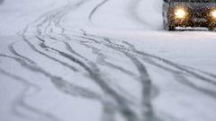 J��t�v�� sadetta ja lunta – kymmeni� autoja liukunut jo teilt�