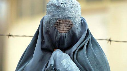 Burka-kielto - Vaativatko eurooppalaiset arvot kasvojen näyttämisen vai takaavatko ne pukeutumisvapauden?: 02.08.2019 09.15