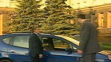 Maailman pisin mies sai mittatilausauton - Ulkomaat - Uutiset - MTV.fi
