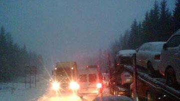kaakonkulmalla, rekat jonottavat venäjälle tien laidassa ja samaan aikaan pitäisi liikenteen sujua kahteen suuntaan. Ei onnistu.