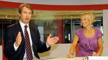 Uutisankkurit Peter Nyman ja Maija Lehmusvirta MTV3:n uutisstudiossa Pasilassa Helsingissä 5. elokuuta 2010. Kuva: Lehtikuva
