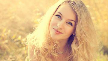 Vaaleat hiukset vaativat erityishuomiota kesän jälkeen.