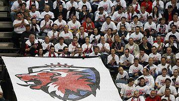 Lev Prahan faneja kaudella 2013-14.
