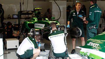 Caterham j�tt�� v�liin kaksi seuraavaa F1-kisaa