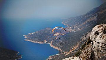 paragliding2_by_eilidh_b