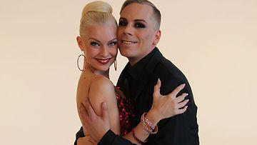 Cristal Snow heitt��: Ensimm�inen tanssiromanssi jo syntym�ss�