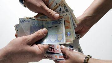 palkka raha euro valuutta tasa-arvo harmaa talous
